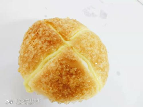 新椰丝面包一个