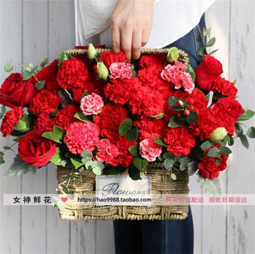 大庆齐齐哈尔鲜花店送玫瑰手提小花篮康乃馨鲜花生日