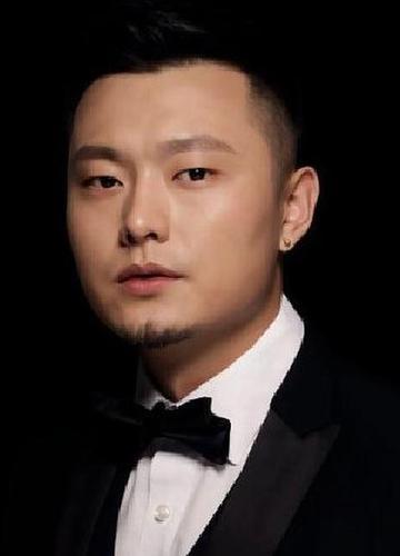 介绍 鞠红川,1993年2月22日出生于新疆乌鲁木齐,中国内地流行乐男歌手