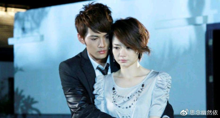 其实徐正曦在网上承认两人之间的情感但是戚薇并没有回应